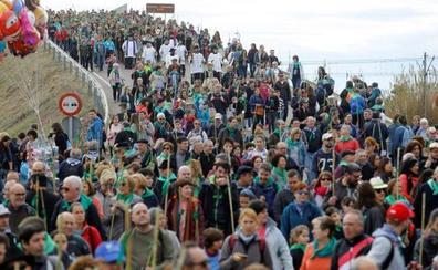 Miles de personas participan en la Romeria de Les Canyes