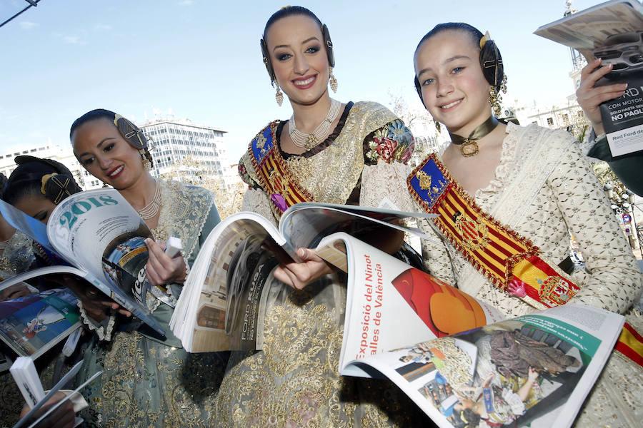 LAS PROVINCIAS entrega a las falleras mayores de Valencia 2018 y sus cortes de honor la Revista de las Fallas