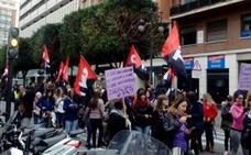 Un pasacalles de CNT por el Día de la Mujer corta totalmente el tráfico en el centro de Valencia