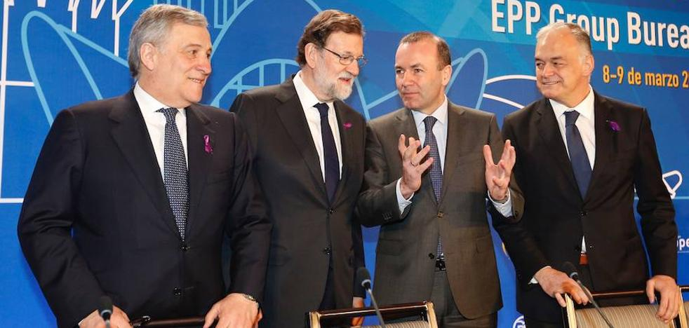 Rajoy defiende en Valencia su compromiso por «la igualdad real» entre hombres y mujeres
