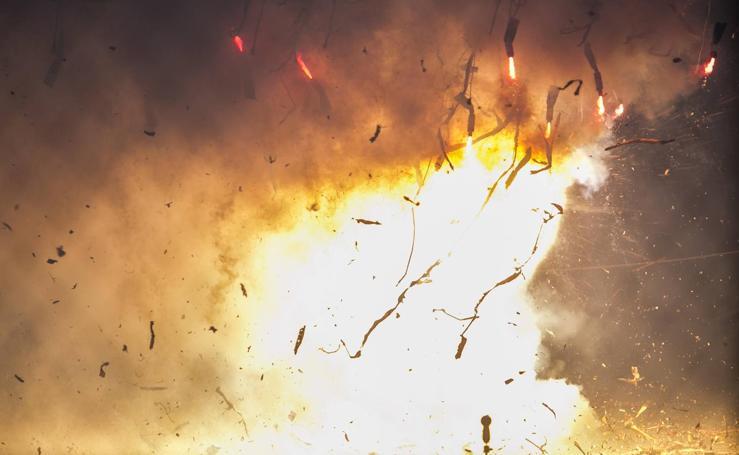 Así ha sido la mascletà del 9 de marzo: las mejores imágenes del disparo de la Alpujarreña