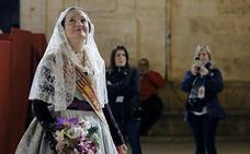 Mónica Oltra desfila en la Ofrenda como fallera mayor