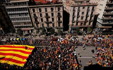 Miles de personas piden en Barcelona «seny» y un nuevo Govern