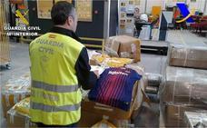 Detenido por comprar prendas de fútbol falsificadas y revenderlas por internet desde Torrevieja