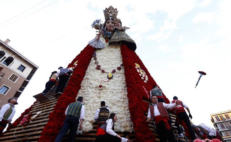 Segundo día de la Ofrenda de flores a la Virgen de los Desamparados