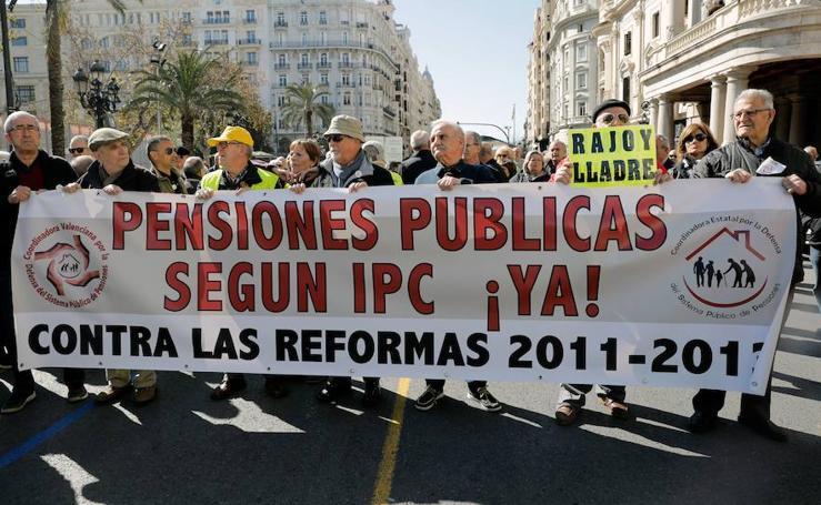 """Miles de pensionistas se manifiestan en Valencia por unas prestaciones """"dignas"""""""