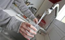 La OCU quiere que sea obligatorio ofrecer agua del grifo gratis en los bares