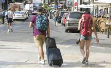 Viajes combinados: si surge algún problema con las excursiones contratadas o los hoteles, ¿cómo debo actuar?