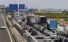 Casi 60 kilómetros de atascos en las carreteras valencianas durante la Operación Retorno