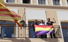 Condenan a Xeraco a pagar 1.500 euros por colgar una bandera republicana en el Ayuntamiento