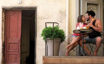 Los besos románticos surgieron gracias al vino
