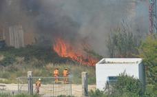 Un incendio quema una zona de matorral en Chiva