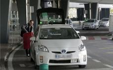 ¿Pueden los taxis cobrar por llevar una maleta?