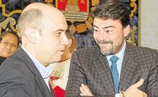 Echávarri felicita al nuevo alcalde de Alicante mientras el PSPV habla de 'tamayazo'