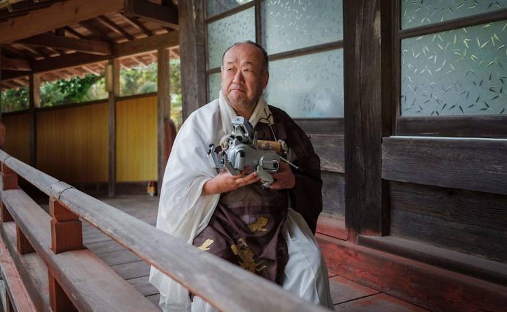 La última y sorprendente moda en Japón: los funerales de perros robot