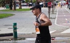 Alain: 26 maratones y miles de recortes de periódico