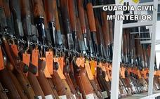 La Guardia Civil subasta más de 700 escopetas y 135 pistolas y revólveres