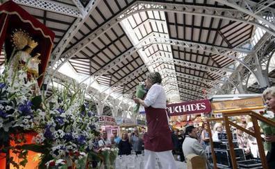 El Mercado Central celebra la ofrenda floral a la Virgen