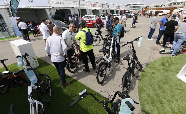 Miles de valencianos visitan la feria Ecomov 2018