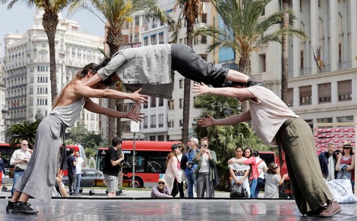 Teatro en la plaza del Ayuntamiento de Valencia