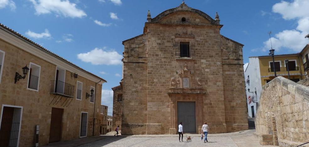 Un paseo por la plaza de La Vila en Montesa