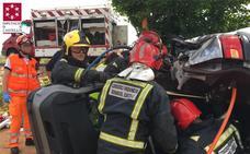Dos mujeres resultan heridas al perder el control de su vehículo en la carretera que une Benlloch y Cabanes