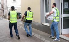 La UCO toma el Ayuntamiento de Navajas en busca de documentos del exalcalde