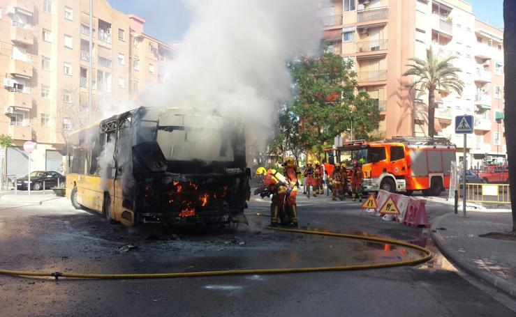 Incendio de un autobús en Quart de Poblet