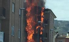 Arde la fachada de una finca en Albaida