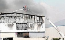 Un gran incendio industrial destruye una panificadora que abastece a Mercadona