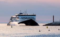 Evacuados en lanchas 181 pasajeros y tripulantes del ferri Dénia-Ibiza tras encallar Sant Antoni