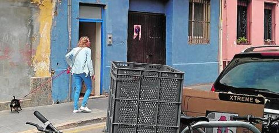 Una vecina del Canyamelar: «Vivo sitiada por la chatarra»