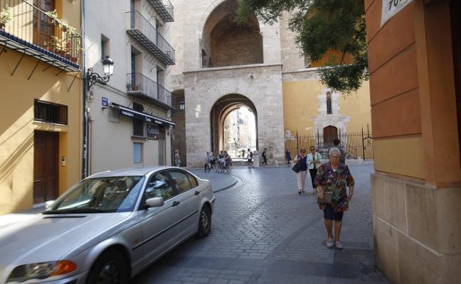 Los vecinos de Ciutat Vella, hartos de multas y de los bucles de acceso al Carmen