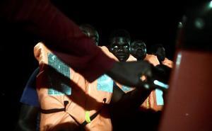 La ONG Lifeline pide un puerto seguro para llevar a 224 migrantes tras la nueva negativa de Italia