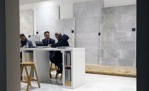 Argelia vuelve a cerrar la frontera al azulejo mientras ultima aranceles de hasta el 200%