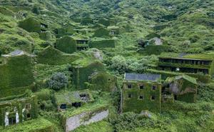 El inquietante y bello pueblo devorado por la Naturaleza