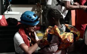 El 'Aquarius' descarta viajar a España y reclama una solución a las autoridades italianas