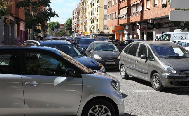 El caos de tráfico se apodera de Dénia en las horas punta por el asfaltado de varias calles