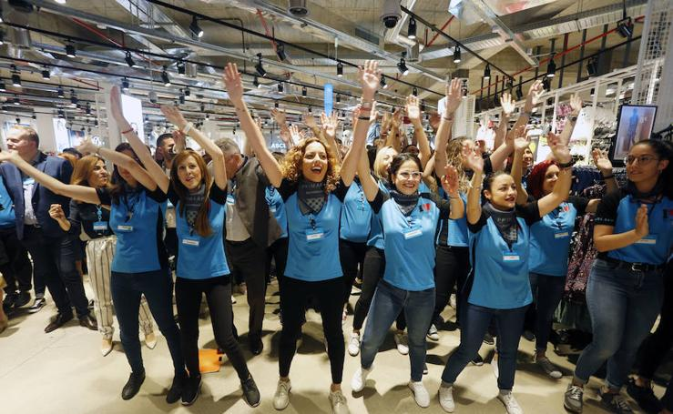 Colas en la apertura del nuevo Primark en el centro de Valencia