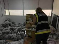 Hallan 378.000 piezas de bisutería falsas valoradas en 22 millones de euros en una nave de Manises