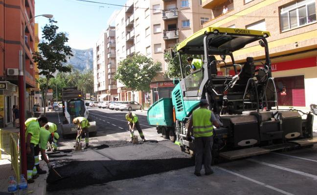 Dénia coloca un badén en la avenida del Montgó para controlar la velocidad