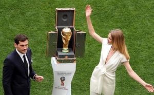 ¿Quién es Natalia Vodianova, compañera de Iker Casillas en la inauguración del Mundial?