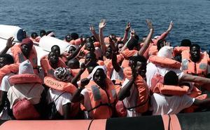 Los inmigrantes del Aquarius superan Cerdeña y completan la mitad del trayecto