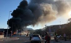 Arde una nave de gestión de residuos en Gandia