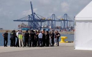 El primer barco de la flotilla del 'Aquarius' llegará a las 06.00 horas al puerto de Valencia