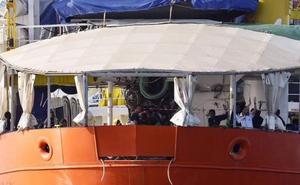 El 'Aquarius' entra en el puerto de Valencia