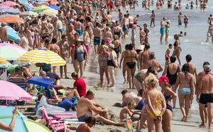 El 'timo de la pulsera', la última estafa en las playas