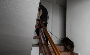 Un enfermo psiquiátrico acuchilla a un guardia civil con un machete militar en Catarroja