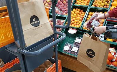 Consum elimina las bolsas de plástico de su tienda 'online' y usará recicladas