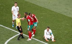 La FIFA niega que el árbitro del Portugal-Marruecos pidiese la camiseta de Cristiano